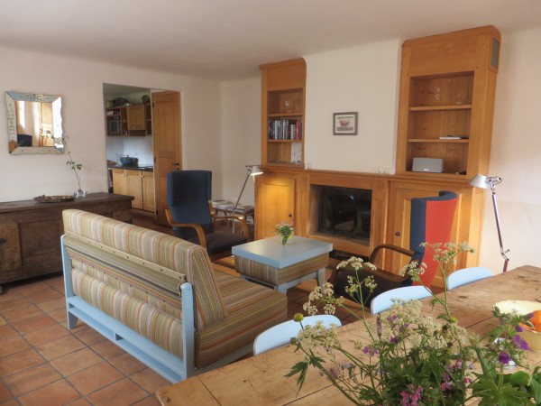 Living L'Etoile du Berger met de keuken en de open haard