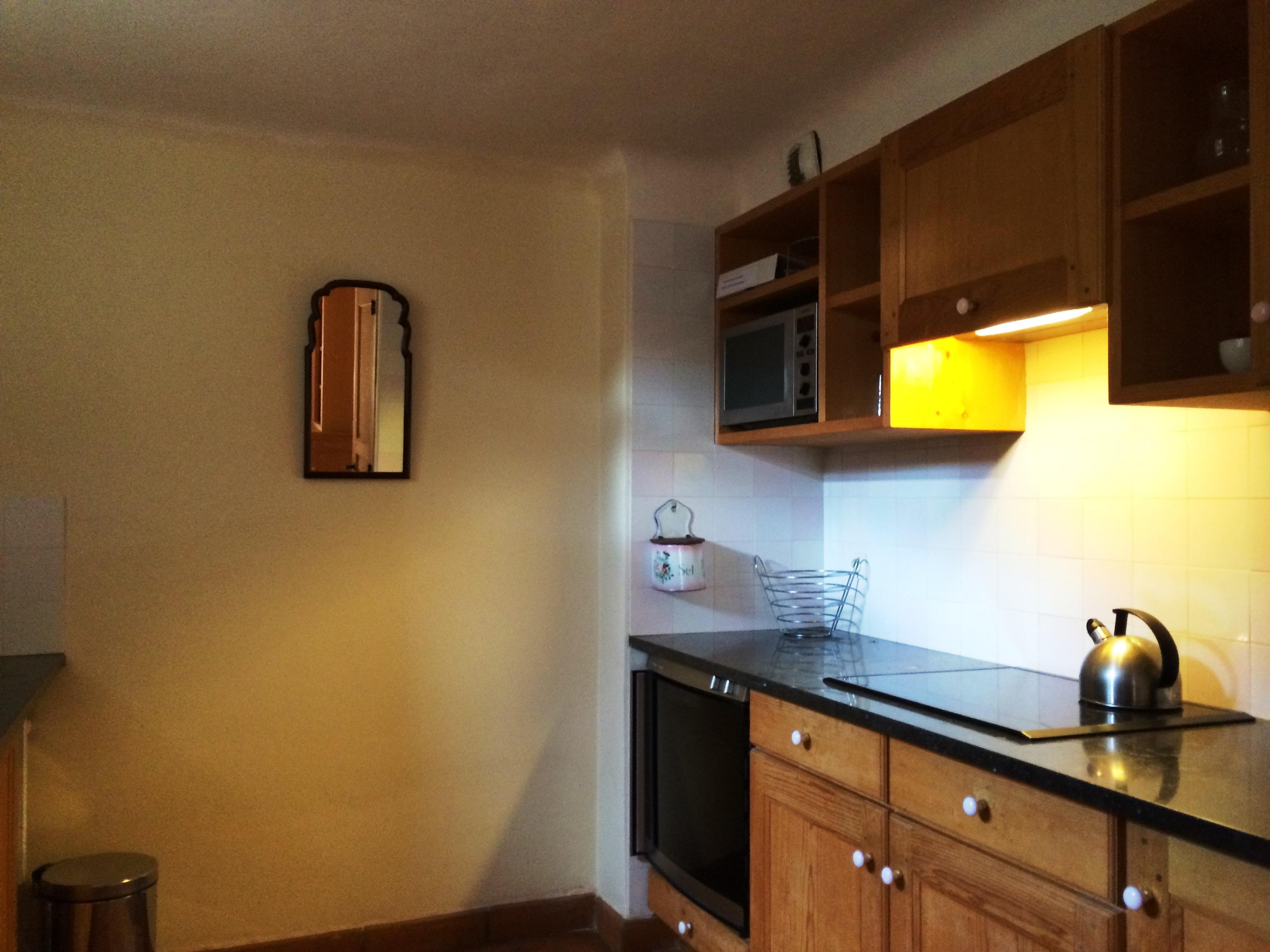 Keuken met inductie kookplaten, gaggenau oven, magnetron, ijskast